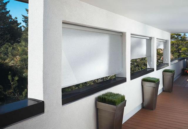 A Cortina Rolô faz parte da arquitetura contemporânea: elegante e discreta, seus tecidos rústicos, translúcidos e blackouts combinam e decoram bem todos os tipos de ambiente.