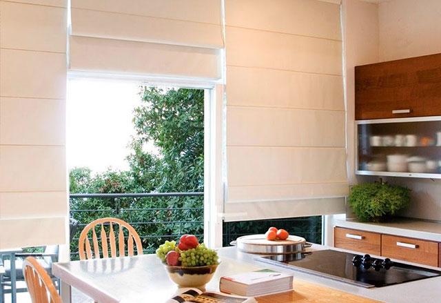 Um ambiente charmoso, elegante, com design moderno pede uma Cortina Romana. A sofisticação e elegância, controle de níveis de escurecimento, além de várias opções de tecido, atende às mais altas expectativas de decoração.