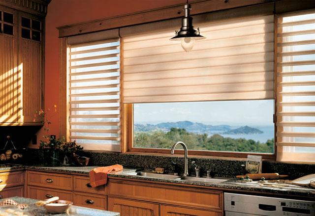 O design da Cortina Slat permite o controle da luminosidade e privacidade, ideal para ambiente de suítes. O tecido é de poliéster com controle antiestático que evita o acúmulo de poeira.